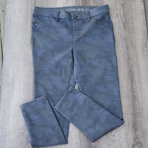 Vanilla Star Gray Mid Rise Camo Pull On Skinny